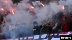 """Группировки футбольных """"ультрас"""" способны превратить стадион в настоящее поле битвы"""
