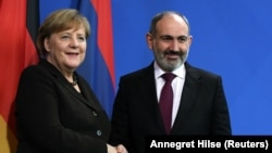 Germany -- Armenian Prime Minister Nikol Pashinian and German Chancellor Angela Merkel meet at the Chancellery in Berlin, February 13, 2020