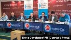 Participanţii la dezbaterea organizată de IPN