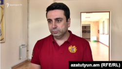 Вице-спикер НС Ален Симонян беседует с журналистами, Ереван, 24 сентября 2019 г․