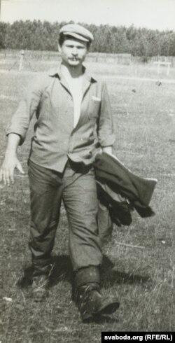 Міхась Скобла ў будатрадзе ў Карэліі, 1990 год. Фота Сяргея Шапрана