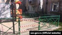 В Севастополе общественные места огораживают ленточками, 2 апреля 2020 года
