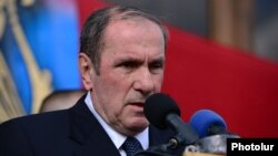 Armenia - Opposition leader Levon Ter-Petrosian addresses supporters rallying in Yerevan's Liberty Square, 1Mar2015.