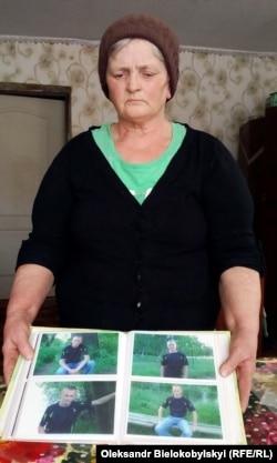 Галина Сторожок зібрала фотографії загиблого сина в один альбом і передивляється щодня