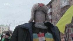 «Кров'ю» та яйцями у Сумах відзначили новосілля осередку проросійської партії (відео)