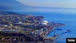 Вид на олимпийские объекты Сочи