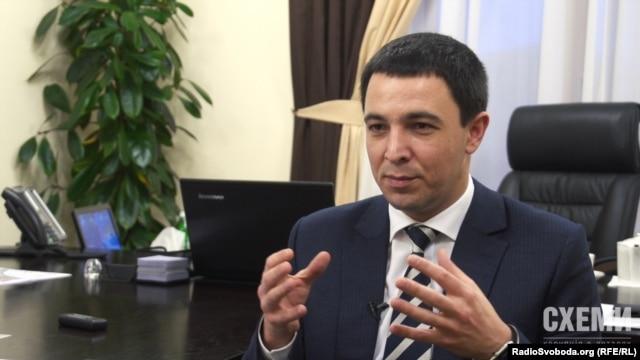 Голова постійної комісії Київради з питань містобудування та архітектури Володимир Прокопів пояснює, що оренда землі «Еста Холдингом» дає значні надходження до міського бюджету