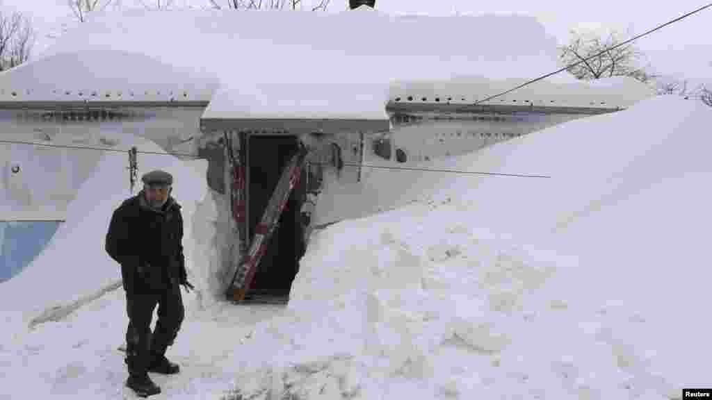 A blizzard hit the western Ukrainian city of Brody, some 460 kilometers west of Kyiv. The Emergency Situations Ministry and the army were deployed to rescue people from some 2,000 cars buried in the snow.