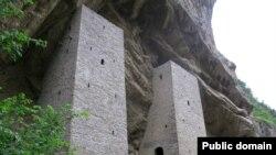 Боевые башни (Чеченская Республика, Урус-Мартан, село Ушкалой)