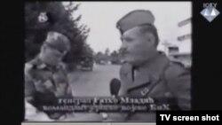 Ratko Mladić u razorenom Odžaku tijekom akcije Koridor (snimka prikazana u sudnici)