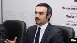 Министерот за економија Ваљон Сарачини