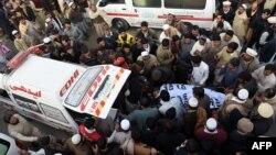 Пакистан -- Мардандагы жардыруудан кийин, 29-декабрь, 2015.