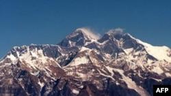 Эверест, высочайшая гора мира - 8848 метров над уровнем моря