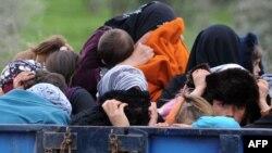 Сириски бегалци на границата со Турција.