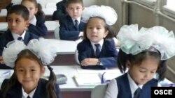Учащиеся начальных классов алматинской школы. Иллюстративное фото.