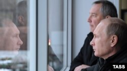 Дмитрий Рогозин показывает Путину военных роботов
