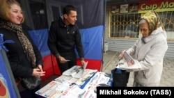 Агитационная палатка накануне так называемого «праймериз». Оккупированный Донецк, 29 сентября 2016 года