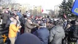 У Луганську мало не побилися прихильники євроінтеграції та донські козаки