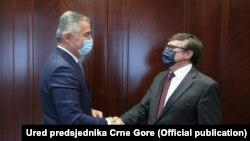 Presidenti i Malit të Zi, Millo Gjukanoviq dhe zëvendësndihmëssekretari amerikan i Shtetit, MathewPalmer.