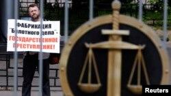 """""""Сазлык эше"""" тоткыннарына теләктәшлек күрсәтүче активист"""