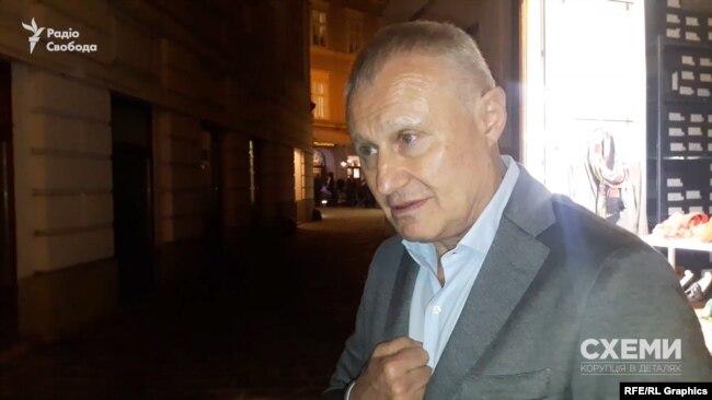 Григорій Суркіс спершу заперечував, що яким-небудь чином пов'язаний із Дмитром Крючковим
