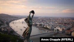 Статуя Свободы над Будапештом