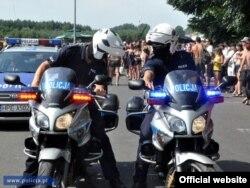 Поліцейські забезпечують порядок під час музичного фестивалю