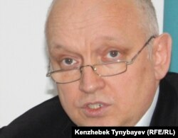 Владимир Козлов, тіркелмеген «Алға» партиясының жетекшісі. Алматы, 29 желтоқсан 2010 жыл.