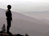 A Pakistani soldier standing guard along the Afghan-Pakistan border (file photo) (epa)