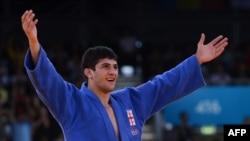 Gürjüstanly dzýudoçy Laşa Şawdatuaşwili Londondaky Olimpiýa oýunlarynda altyn medaly almagy başardy. 29-njy iýul, 2012 ý.