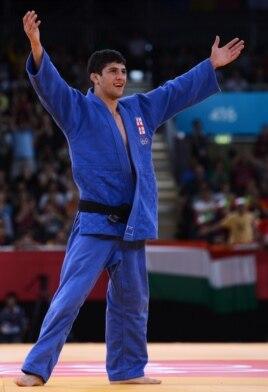 Lasha Shavdatuashvili celebrates after beating Hungary's Miklos Ungvari on July 29.