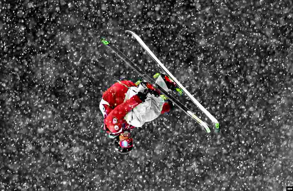 James Machon of Great Britain in action during the men's freestyle-skiing halfpipe qualification. (epa/Sergei Ilnitsky)