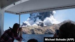 Извержение вулкана на острове Уайт-Айленд в Новой Зеландии