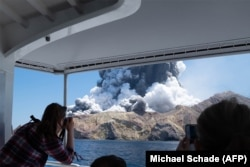 Steam and ash spewing over Whakaari/White Island on December 9 (courtesy of Michael Schade).
