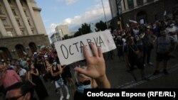 За 13-и пореден ден хиляди граждани в цялата страна излязоха на протести срещу правителството и главния прокурор