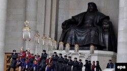 Памятник Чингисхану в Улан-Баторе (Монголия), архивное фото