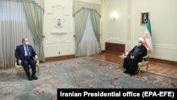 İran prezidenti Həsən Ruhani (sağda) Suriyanın xarici işlər naziri Faysal Mekdadı qəbul edib