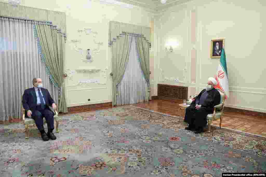 ИРАН - Иранискиот претседател Хасан Рохани вели дека неговата земја ќе продолжи да ја поддржува сириската влада како стратешки сојузник се додека не победи во граѓанската војна во земјата.