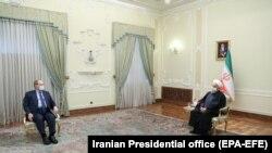 Министерот за надворешни работи на Сирија, Фејсал Мекдад и иранискиот претседател Хасан Рохани