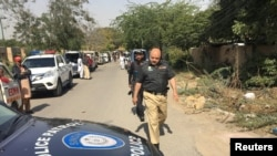 Оцепление в прилегающем к консульству Афганистана районе в пакистанском портовом городе Карачи. 6 февраля 2017 года.