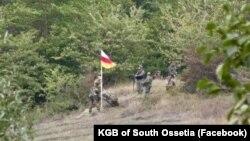 Как и в случае с грузинскими властями, цнелисский кризис весьма кстати и для их югоосетинских политиков в условиях внутреннего кризиса