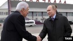 Глава Дагестана Владимир Васильев и президент России Владимир Путин