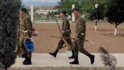 Türkmenistanda hökmany harby gullukdan ýüz öwrüp, türmä basylýan köpelýär