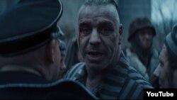 Imagine dintr-un videoclip al grupului de heavy metal Rammstein, numit astfel după baza militară a SUA din Ramstein, în Renania-Palatinat, Germania.
