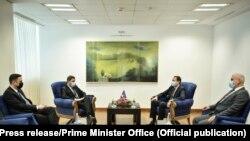 Foto nga takimi ndërmjet kryeministrit Kurti dhe krerëve të opozitës.