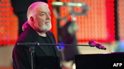 Jon Lord, keyboardist with legendary British rock band Deep Purple, performs in Berlin in 2004, two years after he'd left the band for good.