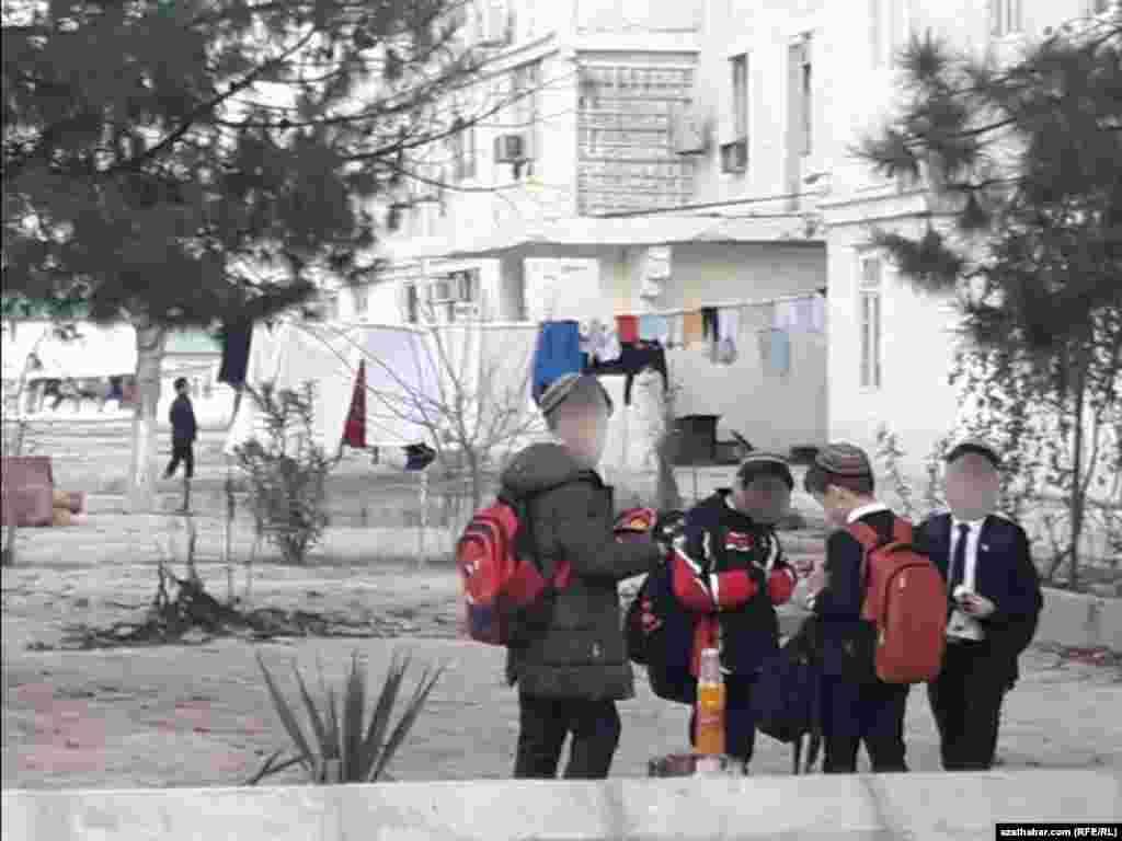 Ашхабадские школьники