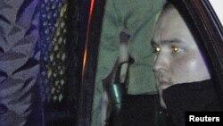 Задержанный в полицейском автомобиле