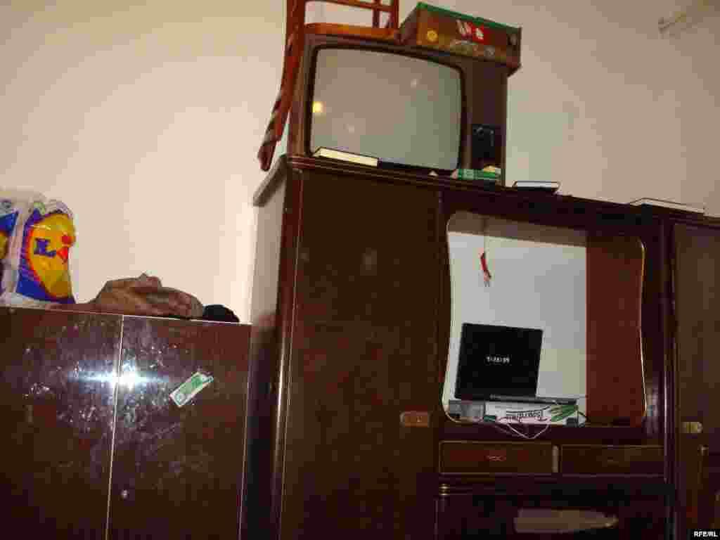 В комнате общежития благотворительного общества, где живут казахские беженцы. Брно, 1 февраля 2009 года. - В комнате общежития благотворительного общества, где живут казахские беженцы. Брно, 1 февраля 2009 года.