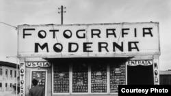 Снимки 1950-х годов вызывают в памяти кадры из фильмов эпохи неореализма